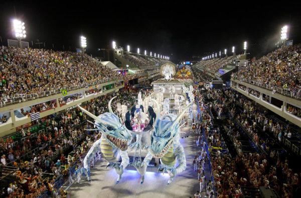 Карнавал в Бразилии — уникальное красочное событие