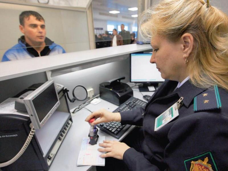 Можно ли выехать за границу с долгами
