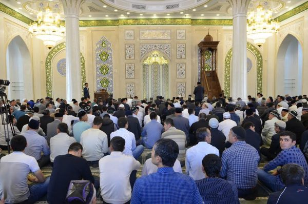 Служба в узбекской мечети