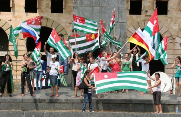 Молодёжь празднует День признания независимости