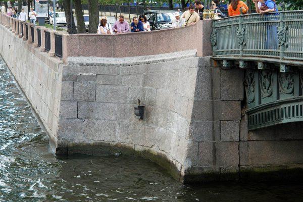 Памятник Чижику-Пыжику в Санкт-Петербурге