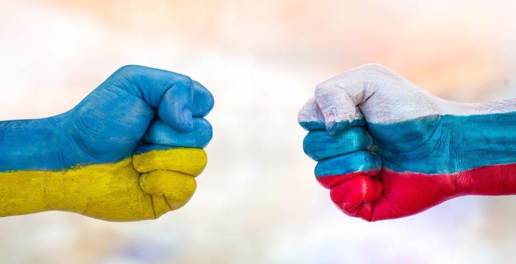 Опрос: где лучше жить — в Украине или в России?