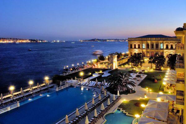 Прибрежный отель в Турции