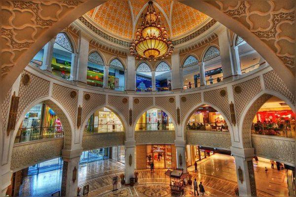 Крупный торговый центр в Дубае