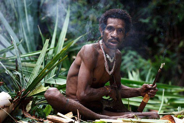 мужчина из племени короваи