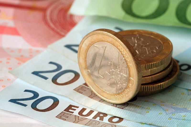 Стоит ли закупаться валютой: прогноз курса евро на август 2019
