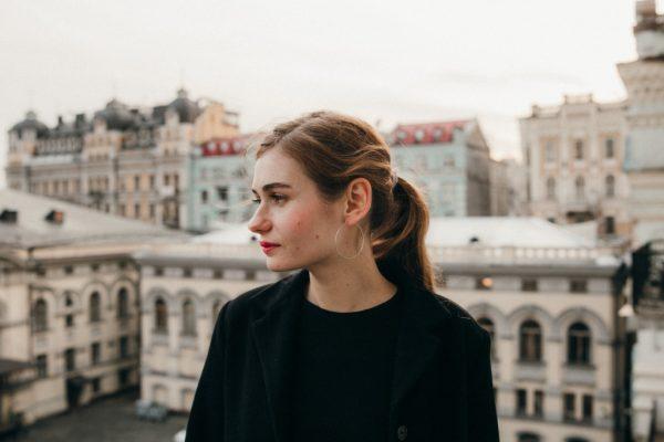 девушка на крыше